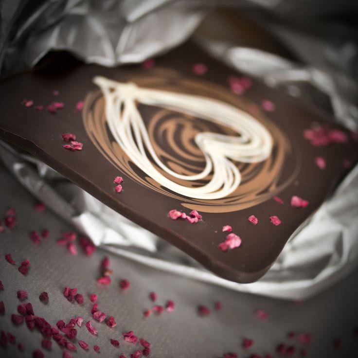 Czekoladowa tafla pełna miłości!  #chocolate #chocolissimo #love #giftidea #czekolada #pomyslnaprezent #walentynki #valentines