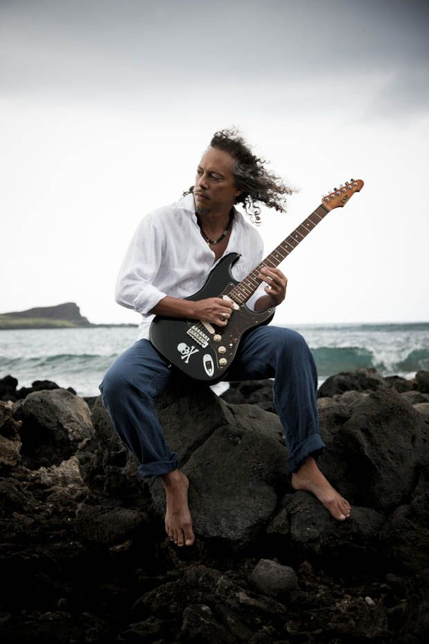 Kirk Hammett, nothing like a barefoot pose with an unplugged electric guitar to show your Noobiness