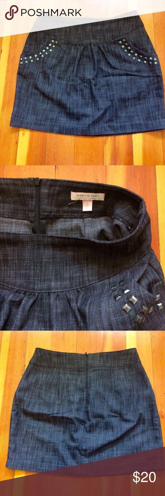 Romeo & Juliet Couture jean mini skirt Romeo & Juliet Couture jean mini skirt with side pockets and back zipper. Size S. Made in USA. Like new. Romeo & Juliet Couture Skirts Mini