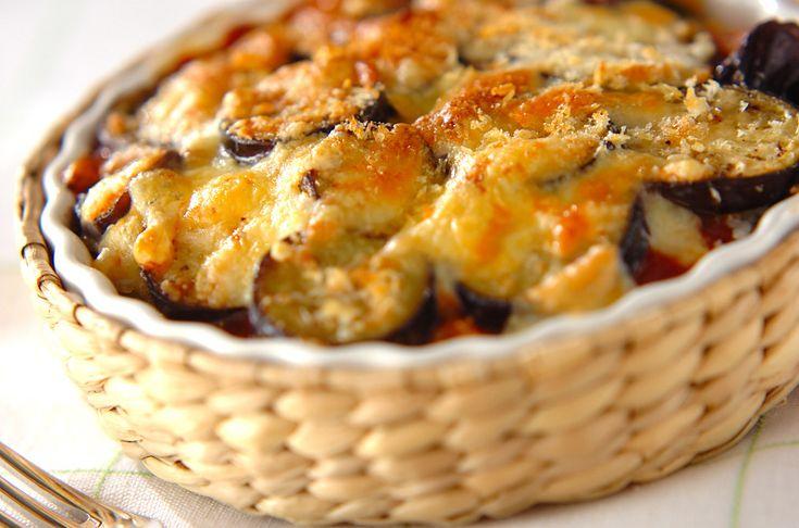 市販のミートソースを使えば、あっという間に熱々のドリアが完成!最後にパン粉を散らす事でサクッとした食感も楽しめます。ナスのミートソースドリア/横田 真未のレシピ。[洋食/米料理(リゾット等)]2010.06.09公開のレシピです。