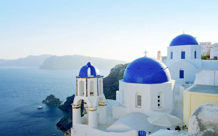 Ægte græsk stemning til sommer på Santorini. Se mere på www.apollorejser.dk/rejser/europa/graekenland/santorini
