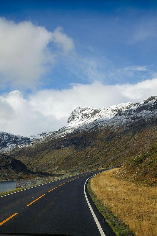 Via Oslo. veien til Olso. Road in Norwey