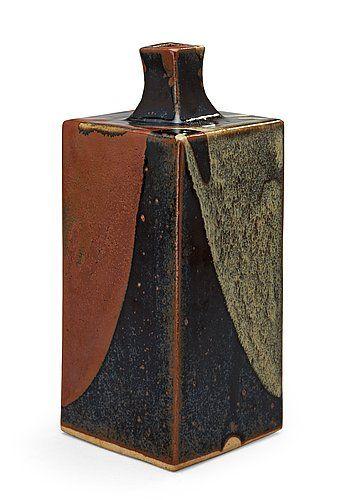 A stoneware vase attributed to Shoji Hamada, Japan 1960's. Height 25 cm.. - Modern Autumn Sale, Stockholm 569 – Bukowskis