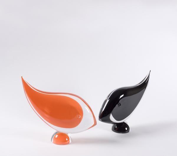 """Fisch """"Neon"""": Design Lennart Nissmark & Martin Zirnsack. Diese Fischskulptur steht auf einem kleinen Sockel und hat eine Länge von 320 mm. Das Gewicht beträgt 3.600 Gramm. Mehrere Farbvarianten sind erhältlich."""