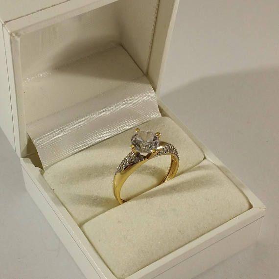Schöner Ring Gold 585 edel Kristallsteinchen GR335