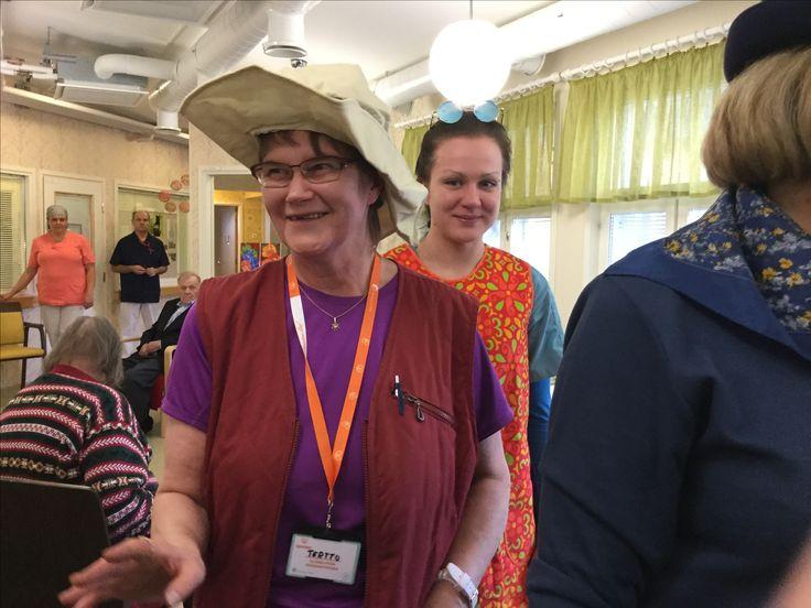 Vapaaehtoiset Apuset hassuttelevat mukana menossa, Vanhustenviikko 2017