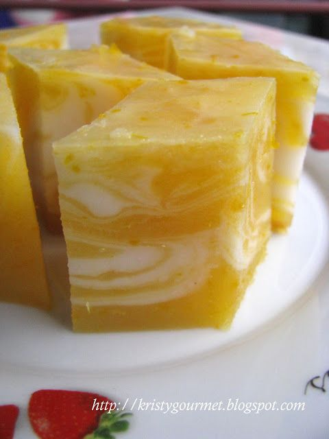 Pumpkin Kuih: Coconut milk based with green pea flour