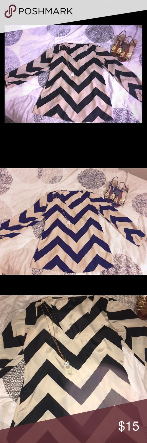 Chevron Blouse Size Medium LIKE NEW Beautiful comfortable cheveron pattern blouse. Goes great with leggings or jeans. No flaws. Tops