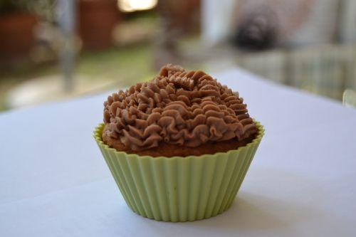 Peanut butter cupcakes via http://thesoundofdreaming.com/2014/05/25/peanut-butter-cupcakes/