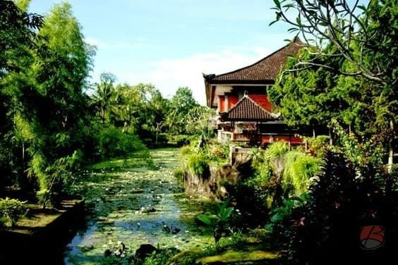 Bali Subak Museum is a museum collecting the Balinese traditional agriculture tools and old documentation to remind all young generation about Subak .