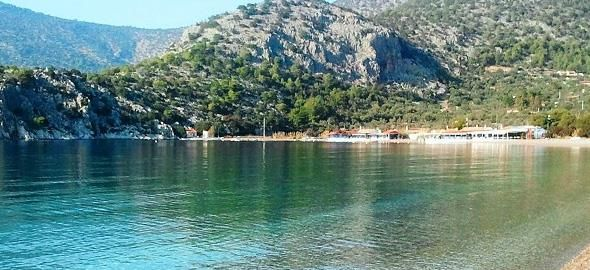 Ο καιρός ζέστανε για τα καλά και μια βουτιά στη θάλασσα «τραβιέται» άνετα! Δείτε πέντε παραλίες κοντά στην πρωτεύουσα για να απολαύσετε το μπάνιο σας οικογενειακώς.