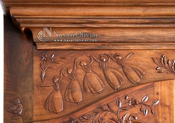 Mujeres danzando. Talla sobre madera de nogal. by navarrolivier.com