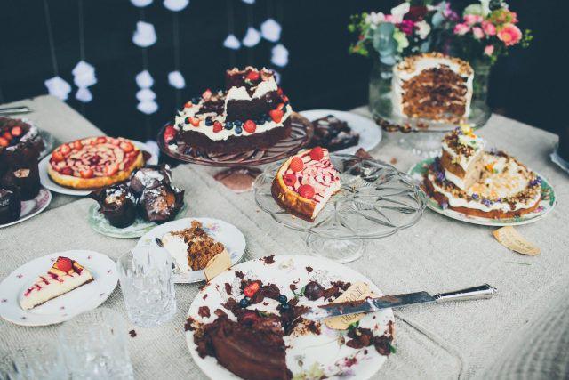 Credit: Elinoor Veldman Photography - geen persoon, eten, nagerecht, chocolade, taart, tafelsuiker, viering, ornament, fruit, feest, bord, heerlijk, snoepgoed, crème, tabel (meubels), eet- en drinkgerei