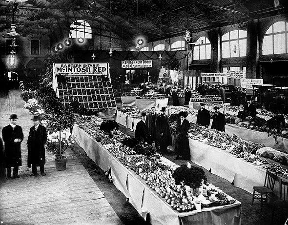 St. Lawrence Market, Toronto, 1904 https://www.facebook.com/VintagePennyLane