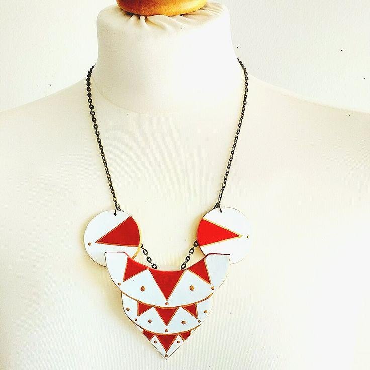 Halskette Pyramide, Kuppel Motiv, Halskette geometrisch, Halskette Weiß, Halskette Dreieck, Halskette rund, Geschenk für sie von StudioAnnaP auf Etsy
