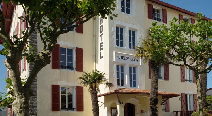 Hotel Saint Julien Biarritz Hotel Saint Julien is a 19th-century family residence located in peaceful gardens just a 2-minute walk from the city centre of Biarritz. It offers en suite rooms with free Wi-Fi. Some rooms have views of the ocean and Pyrenees Mountains.
