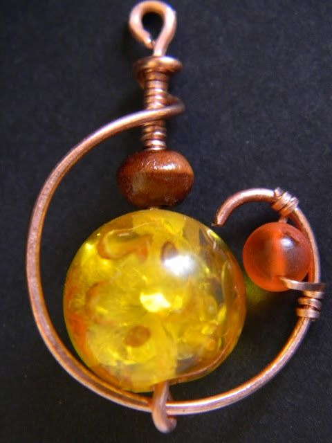 Hoppipolla wire: Yellow beads with copper wire