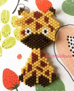 Tissage du jour, une petite girafe. #tissagemiyuki #miyuki #miyukiaddict #perlesmiyuki #girafe #kawaii #tropmignon #tropmimi #jenfiledesperlesetjassume #jenfiledesperlesetjoubliedemarreter #brickstitch