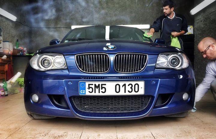 Povedený detail BMW 130i od Iam Ac. Díky za fotku.