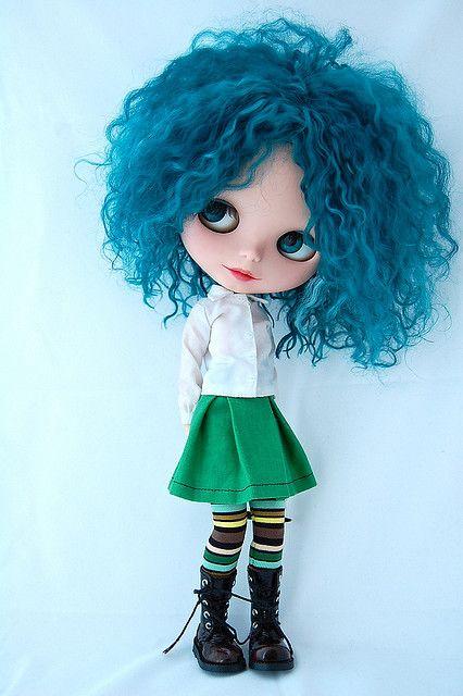 Blått hår och grön kjol, måste nog säga ja den dagen när någon kommer och frågar :)