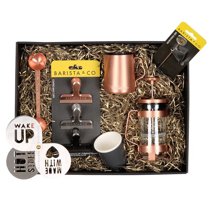Amaze a coffee lover with this Barista & Co coffee gift set. Adorned with metallic copper hues, this gift set includes everything you need to create the perfect cup. Inject style into curbing your caf