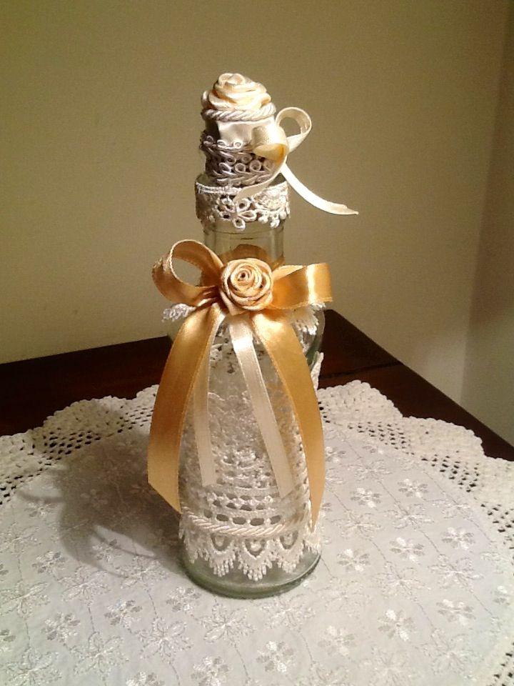 Bottiglietta in stile shabby con fiocco oro