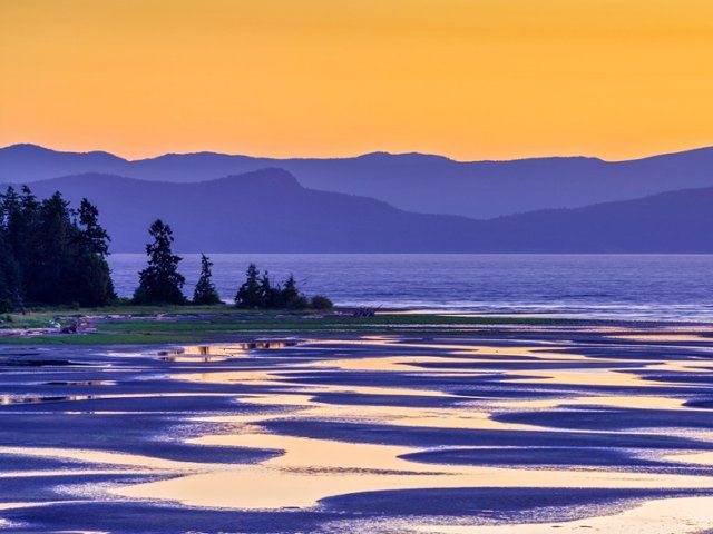 Rathtrevor Beach, Parksville, Vancouver Island, British Columbia: these images are part of our Free Wallpaper and Free Screensavers
