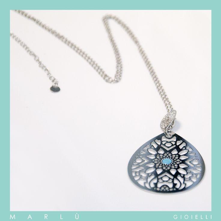 Collana pendente in acciaio con smalto turchese della collezione #WomanChic. Steel pendant necklace with turquoise polish. #WomanChic collection