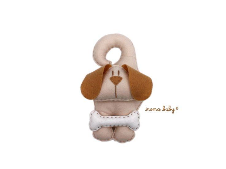 Porta maternidade ou Pingente de porta ou de berço do Cachorro <br> <br>Pingente de porta ou para qualquer outro lugar onde ele pode ser pendurado com a cauda. <br> <br>Se personalizar o nome no osso vira um lindo porta maternidade. (As letras são cobradas separadamente, cada R$ 6,00). <br> <br>Dimensão: 22 X 12 cm.