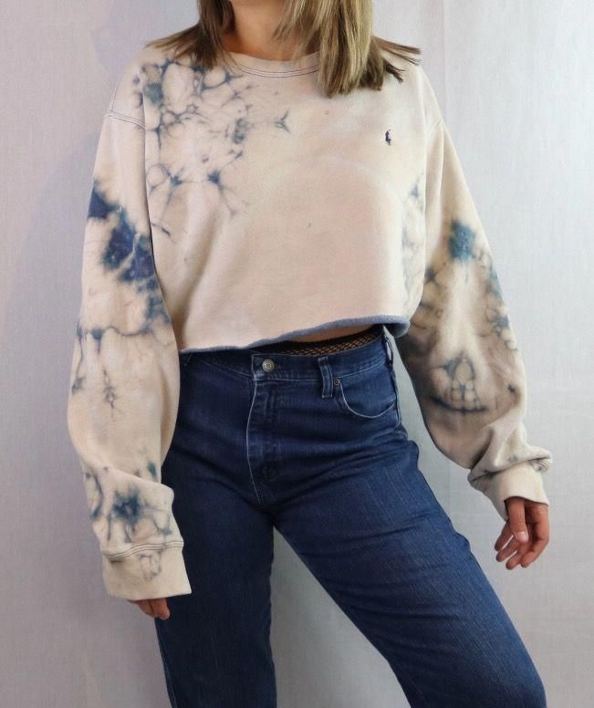 Custom Bleached Cropped Pullover Sweatshirt. Distressed. Edgy. Grunge. Grungy 90s style. 1990s inspired. Streetwear. Croptop. 2017 trend. Crop Top. St...