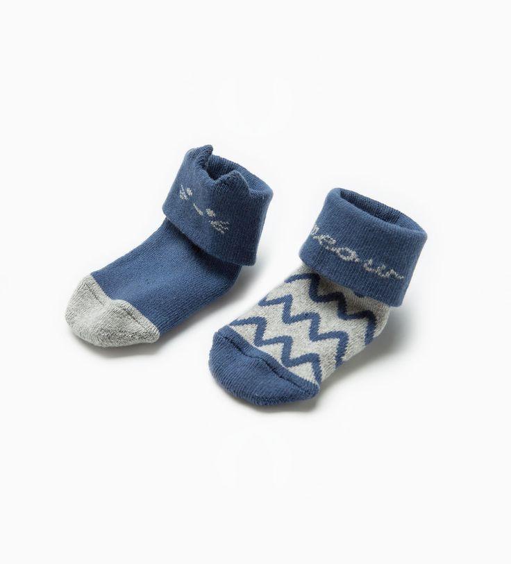 Image 4 de Lot de deux paires de chaussette ornées d'un motif de chat de Zara