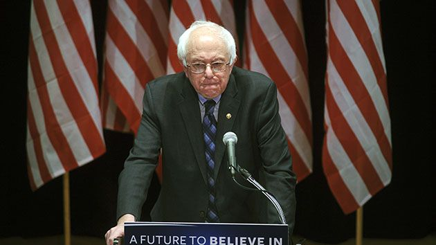 """Clinton Once Sent Sanders a Thank-You Note for His Work on Health Care — She didn't always find it as problematic as she seems to now: Bernie Sanders ✔ @BernieSanders """"To Bernie Sanders with thanks for your commitment to real health care access for all Americans...""""-@HillaryClinton"""