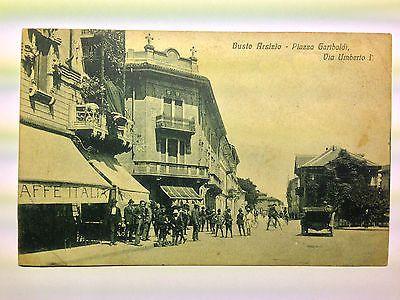 Busto Arsizio (VA) anni '20 - personaggi in bicicletta e auto di passaggio