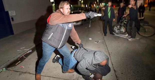 » Undercover cop, discovered by activists at Oakland protest, pulls gun on crowd - Cops are thugs !