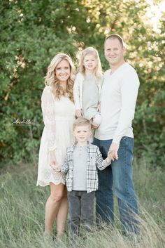 Neutral clothes for Family Pictures Haute & Humid - Effortless Fashion, Every day