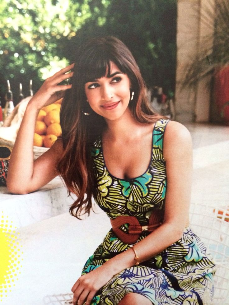 Hannah Simone and her amazing hair!