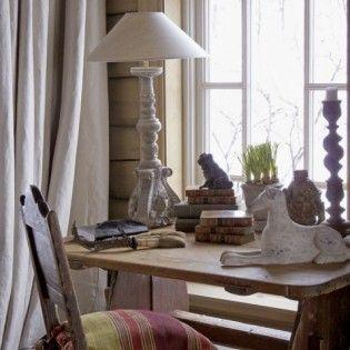 Dom w górach, w Norwegii. Z wizytą w drewnianym domu u skandynawskich przyjaciół. Ferie zimowe w domu wykonanym ze starych belek, urządzonym w stylu rustykalnym.