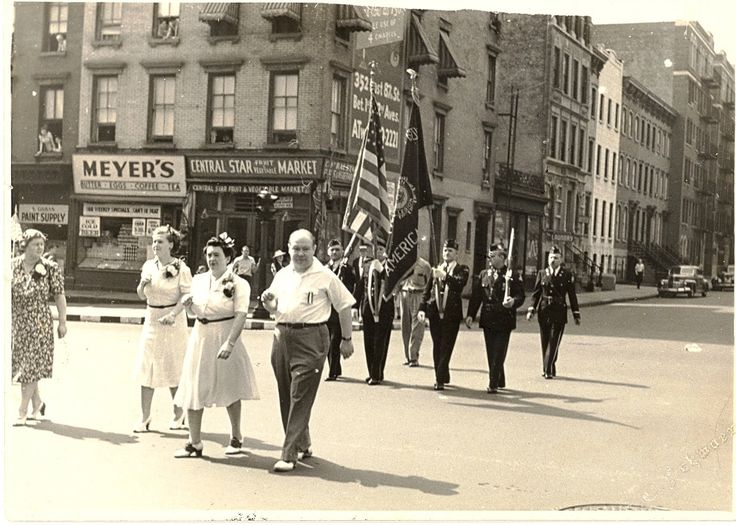 Service+Flag+Dedication+Parade+1942+First+Ave+&+84th+Street+looking+at+northwest+corner.jpg (1400×999)