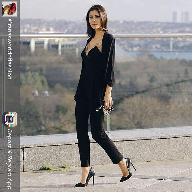 Güzel blogger Rana, Alchera'nın yeni koleksiyonu Floral Dreams'den seçtiği siyah tulumuyla çok zarif #fashion #moda #style #fashionblogger #tulum #siyahtulum #şık #stil #yenikoleksiyon #alchera #floraldreams