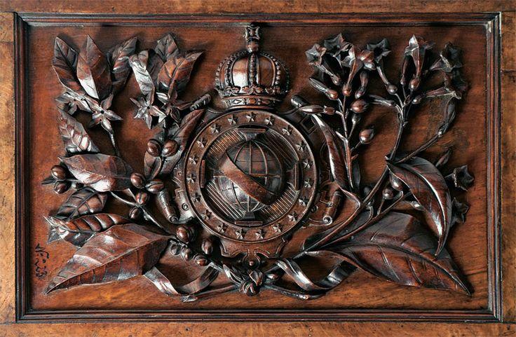 Caixa presenteada ao Imperador D. Pedro II em 1874, de origem inglesa. Continha amostras de todos os cabos submarinos existentes no mundo naquele momento. Museu Histórico Nacional.