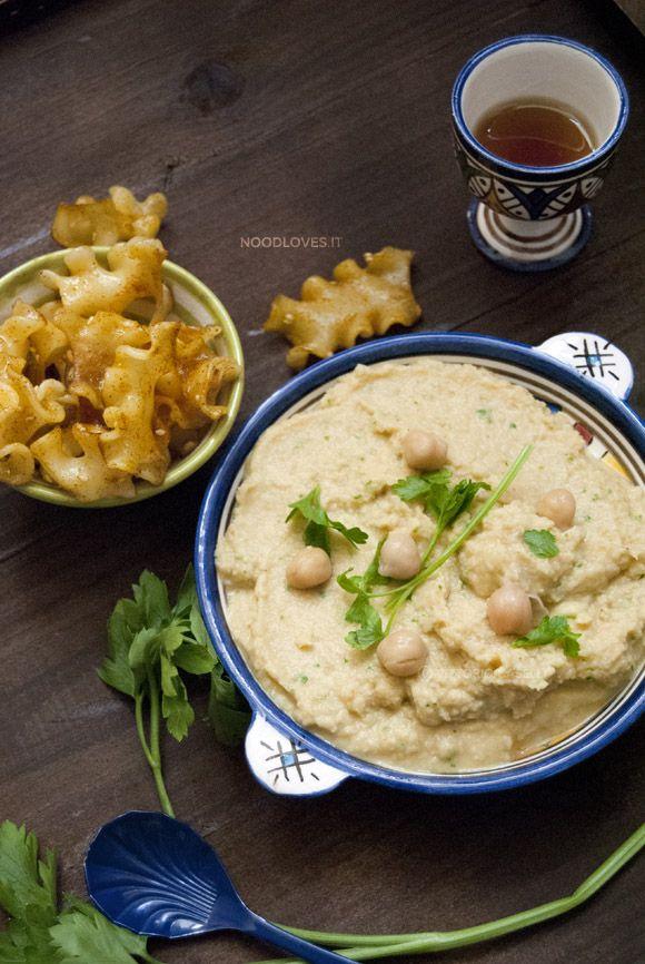 Hummus di ceci con Tahina fatta in casa e pantacce speziate croccanti: