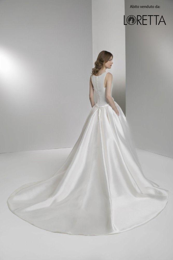Collezione 2017 | Vestito da sposa in tessuto lucido con strascico #sposa #vestito #matrimonio