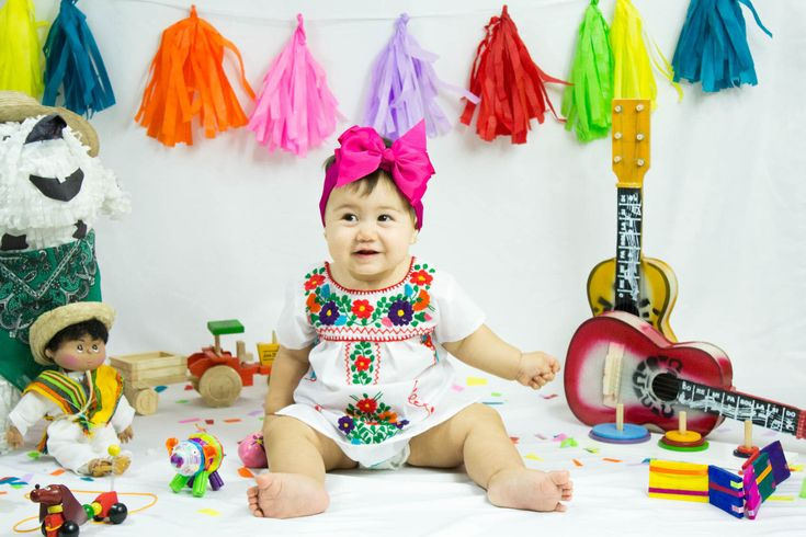 Brodé Mexican Girl Dress - fête d'anniversaire enfants - bébé - fait main - Floral - un an - Tehuacan robe- par Beeliaboutique sur Etsy https://www.etsy.com/fr/listing/560477775/brode-mexican-girl-dress-fete