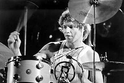 Bill Bruford, the godfather of progressive-rock drumming, has been at the top of his profession for four decades playing with Yes, King Crimson, Genesis, Earthworks and others. Love this man!