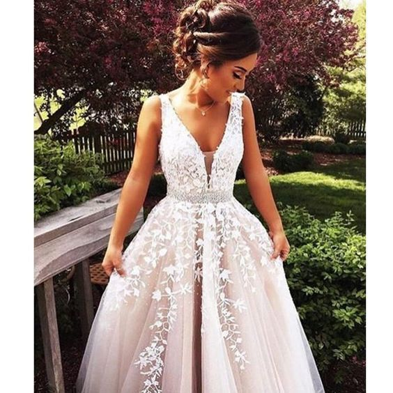 Beautiful Tulle Evening Dress A-line Long Wedding Dress Lace Prom Dress Beading V-neck Party Dress