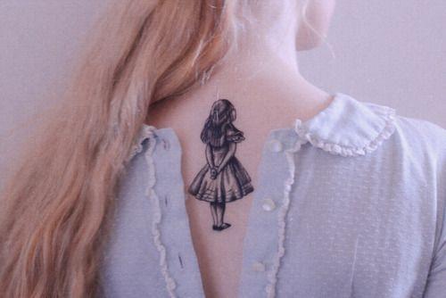 tatuajes de alicia en el pais de las maravillas