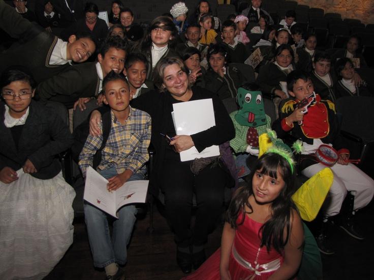 ¡Alegría en el lanzamiento de la estampilla conmemorativa!  Crédito Miltón Ramírez @FOTOMILTON/ MinCultura 2012
