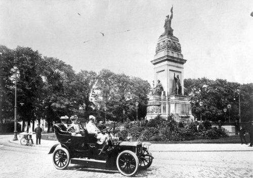 De eerste auto's verschijnen in Den Haag ±1914
