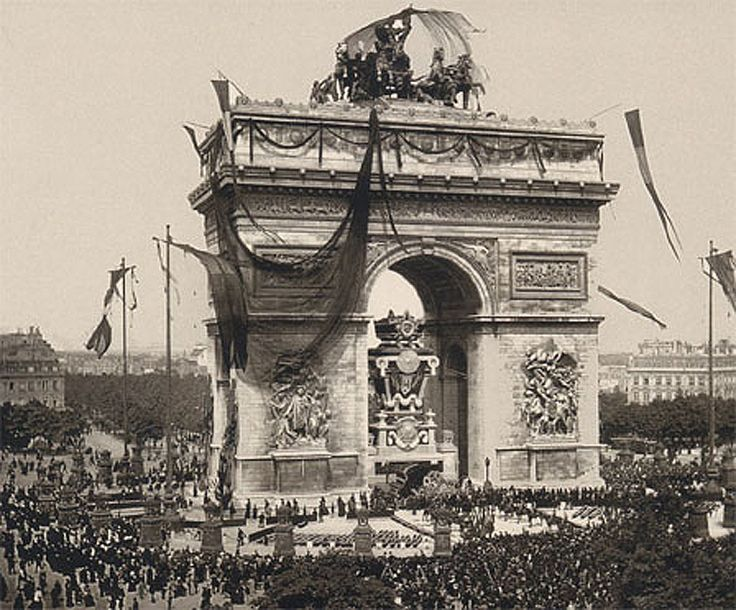 Funérailles de Victor Hugo, 31 mai 1885 - Un voile de crêpe noir couvre…