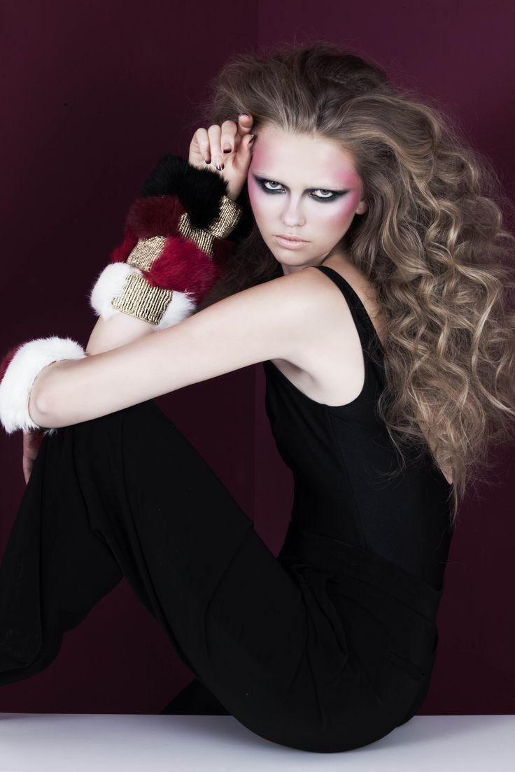 Black, bordeaux, fuchsia and white rabbit fur cuffs with gold elastic band // © MORECCO 2014